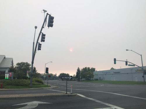 Slunce za kouřem